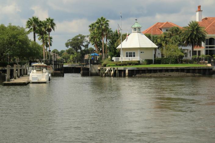 Queen's Harbour Marina